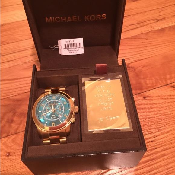d2697ab75e2b Michael Kors Women s Hunger Stop MK8315 Gold Watch.  M 5ac1c0bb2ae12fec331e3b28